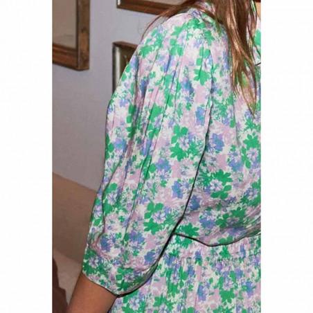 Lollys Laundry Skjorte, Bono, Green Flower Print på model Skjorte bluse med blomsterprint ærme