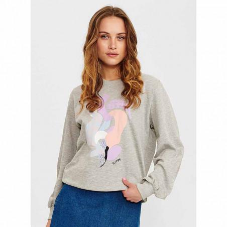 Nümph Sweat, Nucolby, Light Grey Mel Numph sweatshirt med print på model