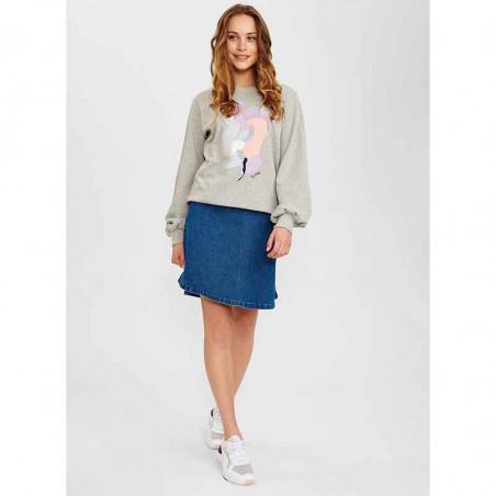Nümph Sweat, Nucolby, Light Grey Mel Numph sweatshirt med print på model look