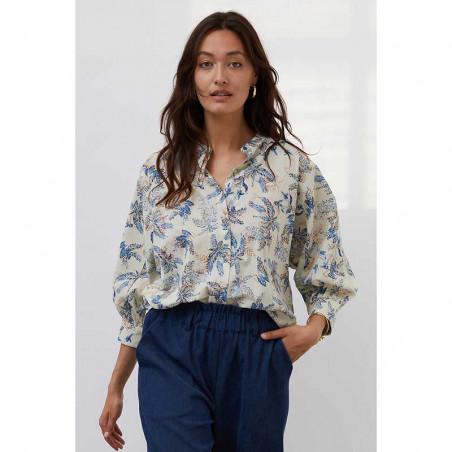 Lollys Laundry Skjorte, Ralph, Blue Skjortebluse med print Lolly's laundry bluse på model