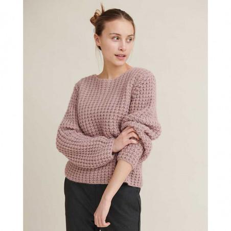 Basic Apparel Sweater, Laurie Sweater, Nostalgia Rose Strikket Pullover på model