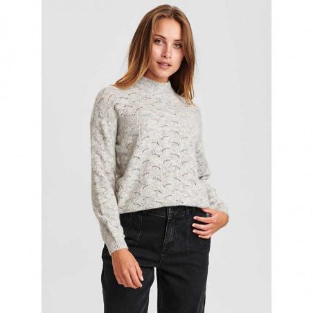Nümph Strik, Nucathay Pullover, Light Grey Mel Numph sweater Lys grå set på model
