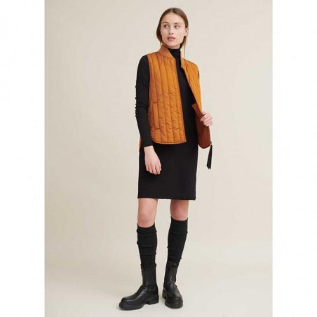 Basic Apparel Vest, Louisa Short, Roasted Pecan, kviltet vest, quilted, dynevest, dunvest, outfit