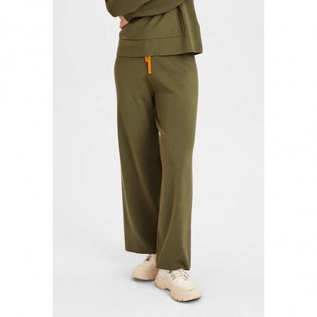 Nümph Bukser, Numalone Knit Pants, Grape Leaf Numph strik bukser på model