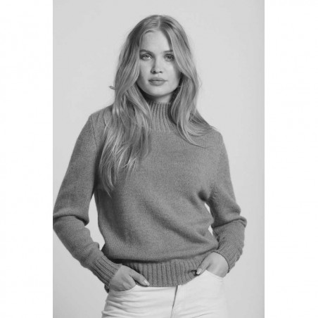Sibin Linnebjerg Strik, Cat, Blush Sibin Linnebjerg Sweater pullover på model