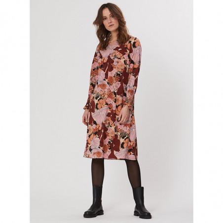 PBO Kjole, Lumila, Sand Flower, blomsterprint, blomstret kjole, silkekjole, model