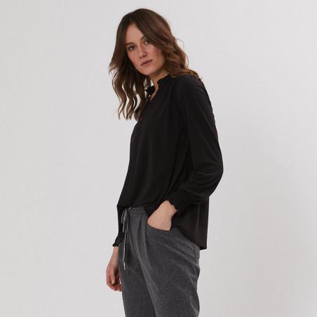 PBO Bluse, Luhan, Black, skjorte, skjortebluse, sort, v-udskæring, detalje