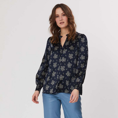 PBO Bluse, Luhan, Blue Irish, silkebluse, silkeskjorte, model