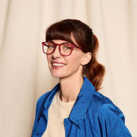 Izipizi Briller, E Reading, Red Mars Izipizi læsebriller unisex model på kvindelig model