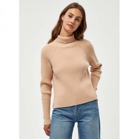 Minus Strik, Ava Turtleneck, Light Apricot, Trøje, Rullekrave, Sweater, Pullover, Beige, Ribstrik, Model