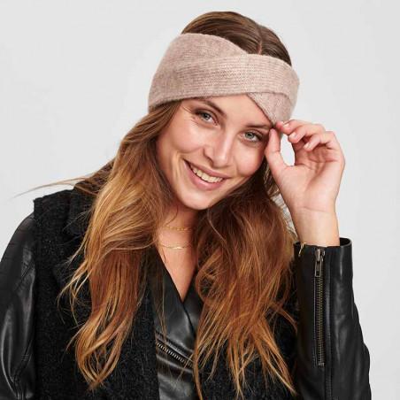 Nümph Pandebånd, Nualllen, Brazillian Sand, strikket, headband på model